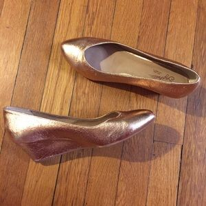 Rose gold Seychelles wedges